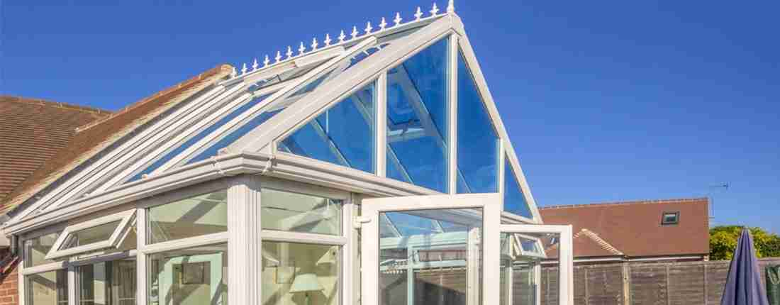 how does a conservatory trap heat